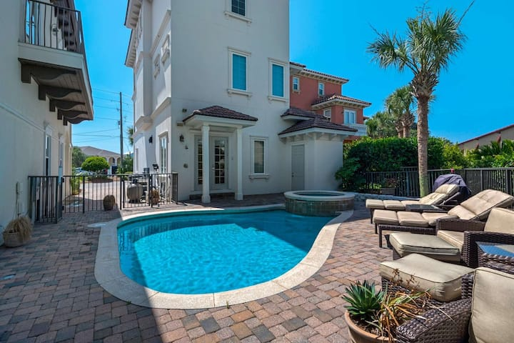 Luxury Beach Home/Steps to the beach/Gorgeous Golf Views/Private Heated Pool/Free Beach Chair Set-up