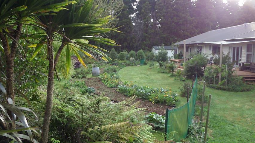 Organic Garden Paradise - Katikati - Ev