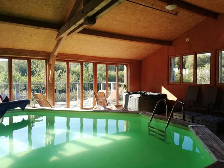 Grand gîte avec piscine intérieure chauffée