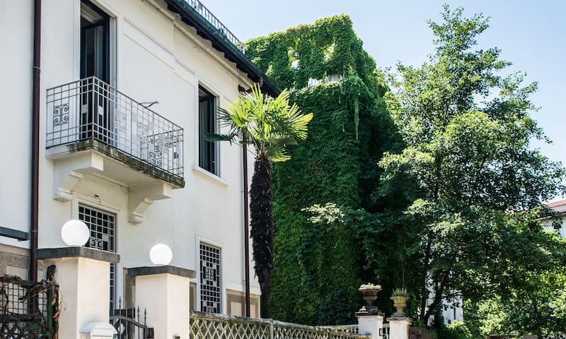 Charming Villa with Garden close to the M1 Subway - Milan - Villa