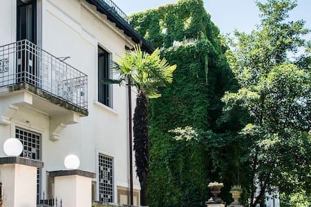 Villa con giardino anni '20 - Vicina alla metrò M1 - ミラノ