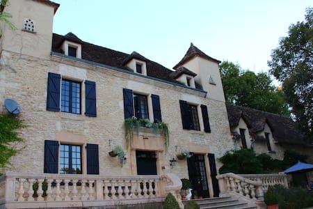 Le Manoir des Tuileries - Rouffilhac - Gästehaus