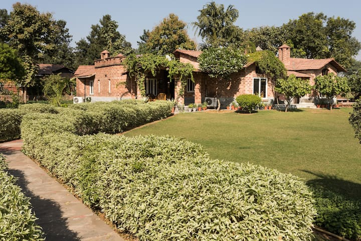 Spacious Farm House near Delhi - Gurugram - Villa
