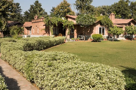 Spacious Farm House near Delhi - Gurugram