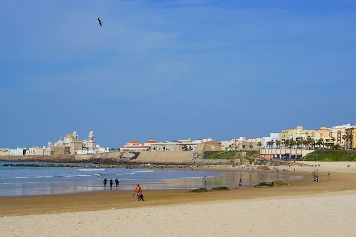 Habitación perfectamente ubicada a 400m de playa
