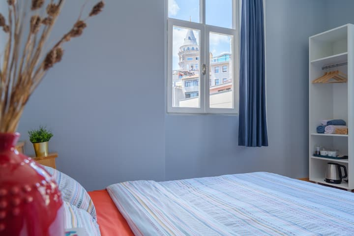 Sunny Apartment with Galata Tower View