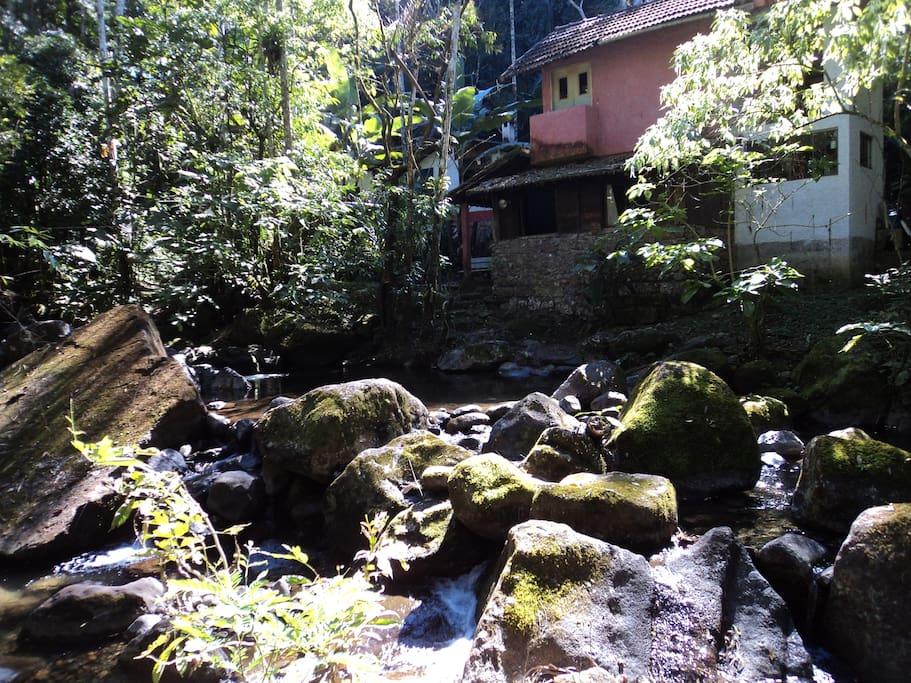casa vista do ribeirão