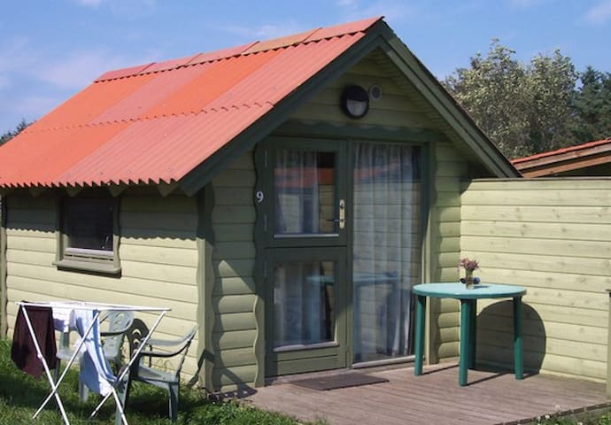 Lille, billig hytte til 2 personer, incl. forbrug - Hanstholm - 小木屋