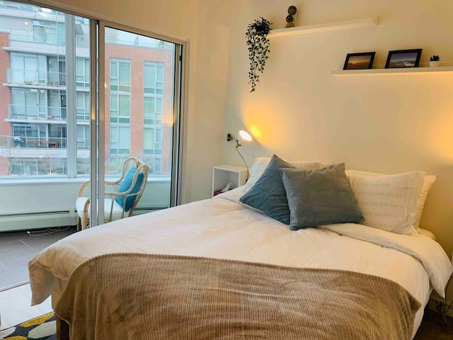 Gorgeous Cozy Stay-Cation In Downtown! NEW!
