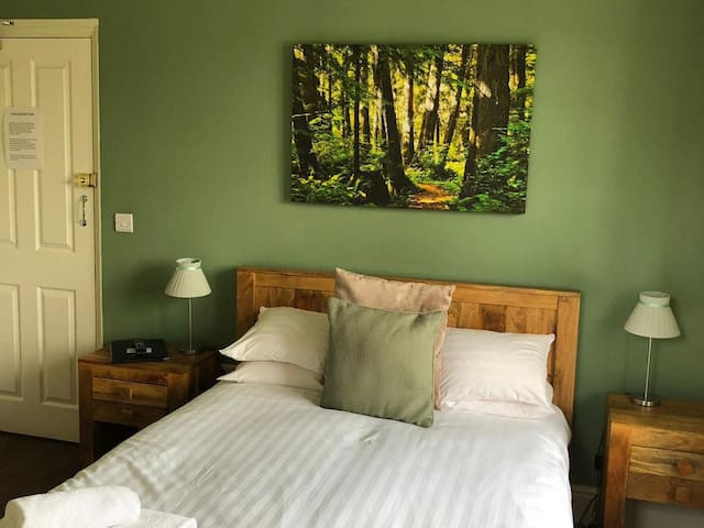 Comfy Double Room in Historic Country Pub