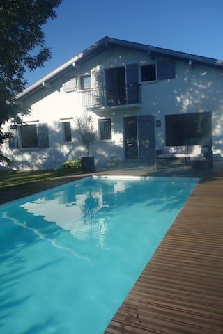 Maison avec piscine, côte basco landaise - Tarnos - Huis