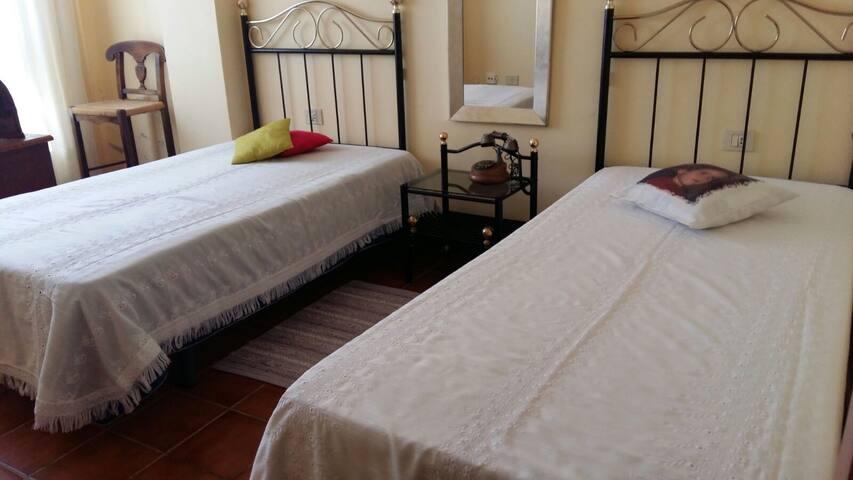 Hab. 2 camas sencillas.Cerca Aerop.Tenerife Sur.