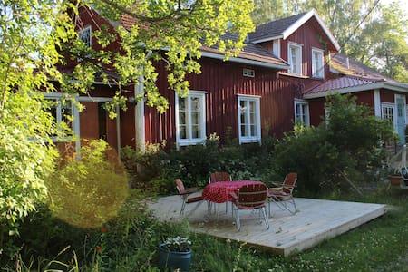 Maatalon pääty lähellä Turkua
