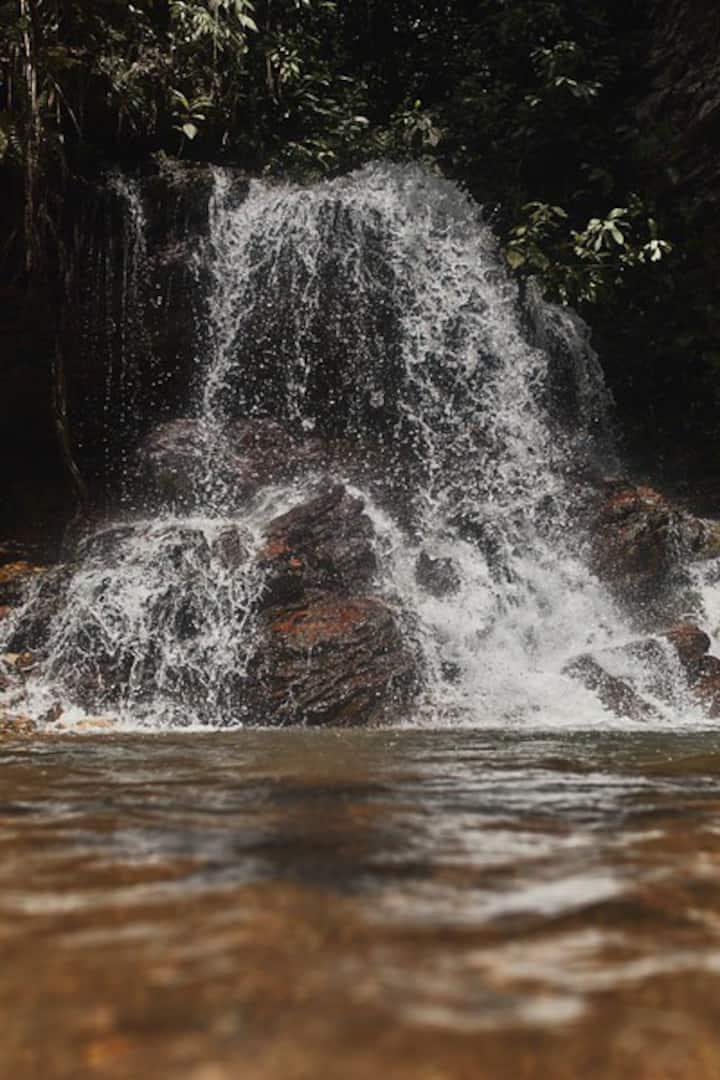 Chácara dentro da cidade com cachoeira privativa ✨