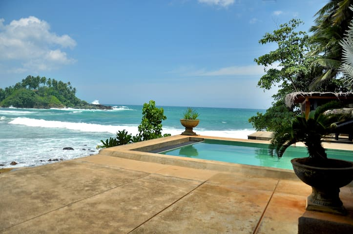 House located on the seafront - Dickwella, Matara - 一軒家