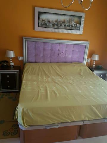 Dormitorio matrimonio con baño - Alhaurín de la Torre - Rumah