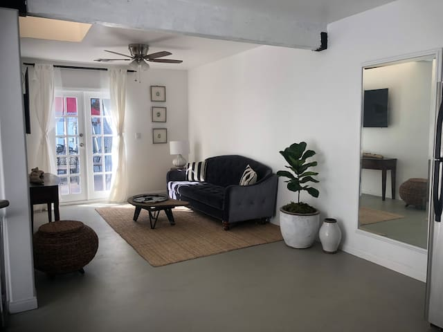 Modern private guest house in prime location !!!