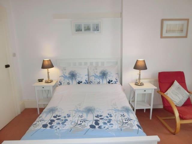 Studio Flat 5 double bed