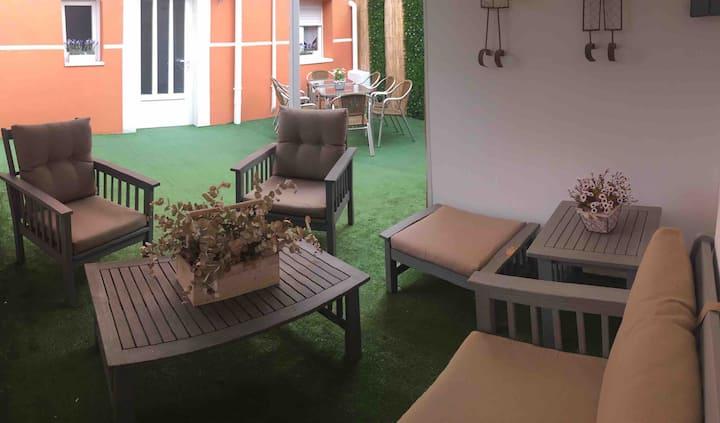 Oak Palace (chalet: 6 habitaciones+4 baños+jardín)