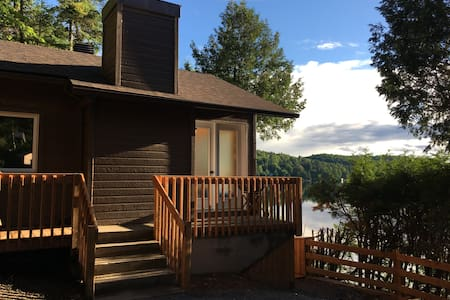 Chalet bord du lac Sarazin - 2 chambres - 5 pers. - Val-David