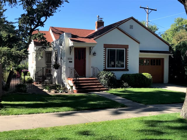 Charming Patty Jewett area home ready to visit.