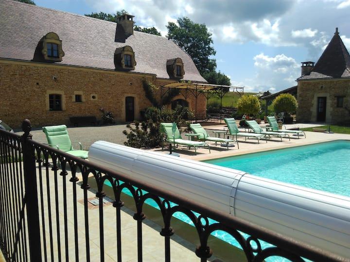Villa au cœur du Périgord Noir et piscine chauffée