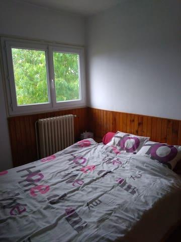 Chambre calme dans maison individuelle
