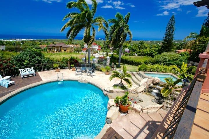 5 bdrm Villa Daveen, private pool & housekeeper