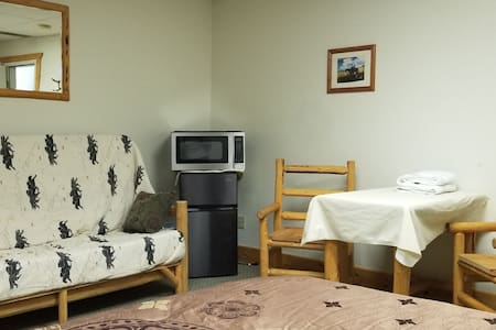 """Bed N"""" No Breakfast Western Style Bunkhouse"""