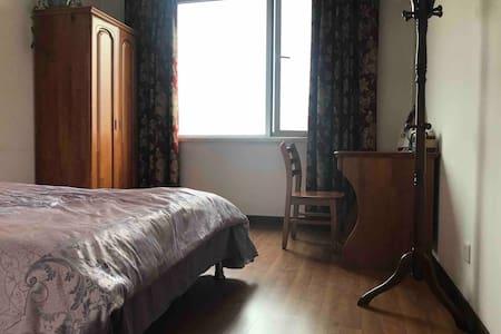 奥体中心附近高尚居住区独立卧室,适合一人住宿,欢迎女生