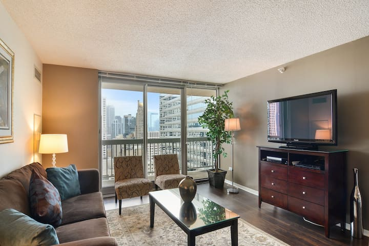 Upscale suite w/lake views, pool & luxury amenities! Family friendly! Dogs ok!