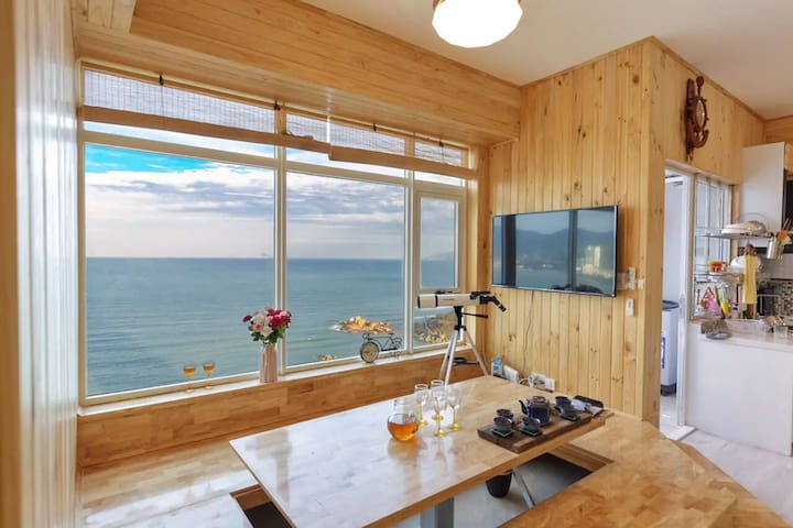 Beautiful Seaview Apartment - 2 Bed - Long-term