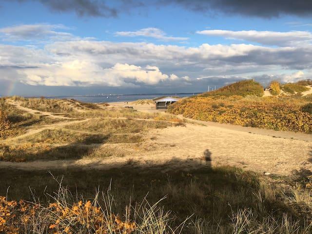 Gammel fiskerby og hvide klitter