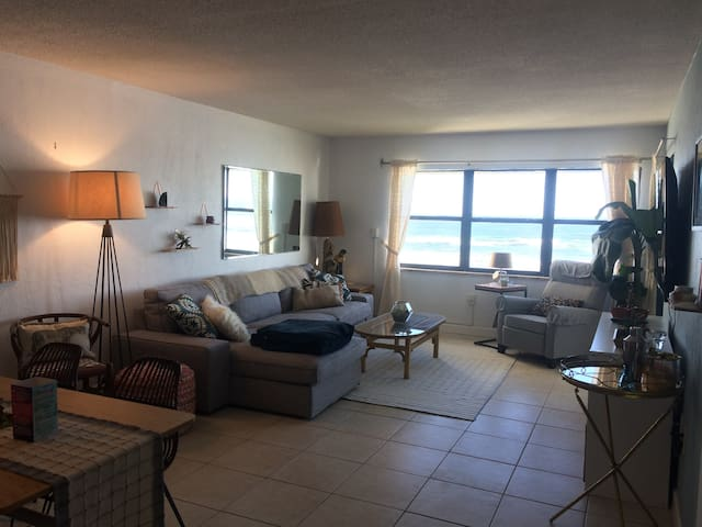 Bungalow Beachfront Condo - New Smyrna Beach - Appartement