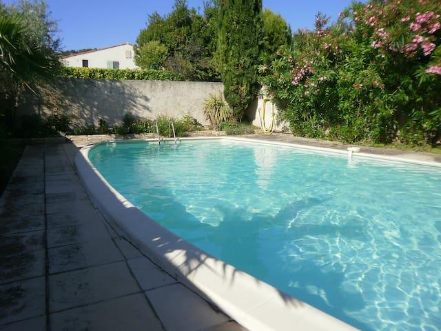 Villa provençale avec piscine et1000 m² de verdure - Les Pennes-Mirabeau