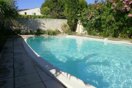 Villa provençale avec piscine et1200 m² de verdure - Les Pennes-Mirabeau - 獨棟