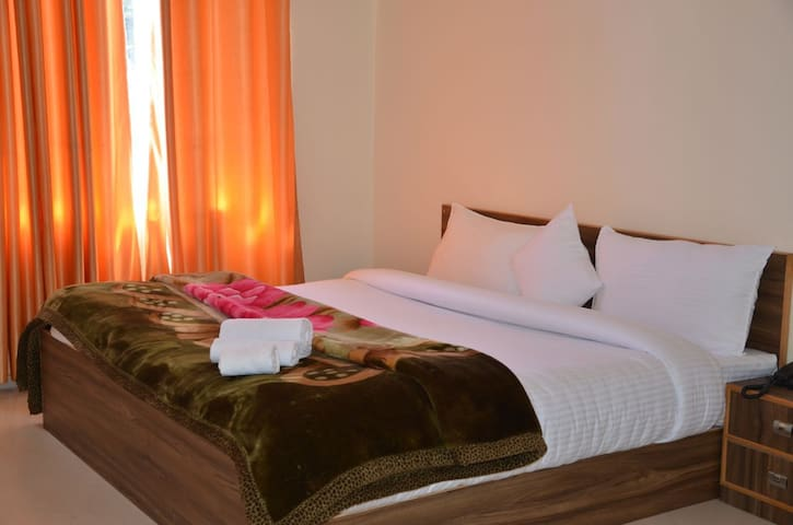 The Mansion at Kalpa : White Linen & Bright Rooms
