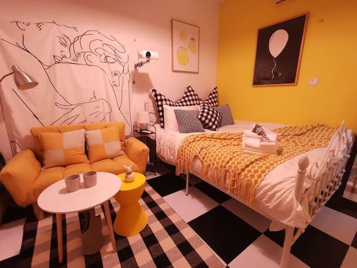 相拥而眠-静安寺|迪士尼|百年洋房|高清投影|温馨一居|2/11地铁站|迪士尼|cozy room