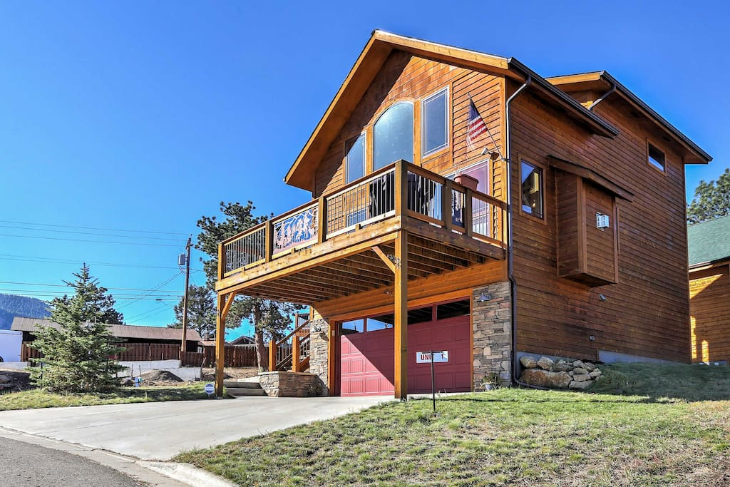 Situated in the heart of Estes Park, this property is ideal for families looking to explore the base camp of the Rockies.
