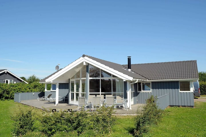 Casa de vacaciones contemporánea en Børkop con sauna
