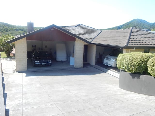 Waikawa Home close to all amenities,