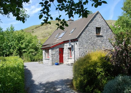 Waterfall Cottage, Quiet/Scenic Discover Connemara - Leenaun