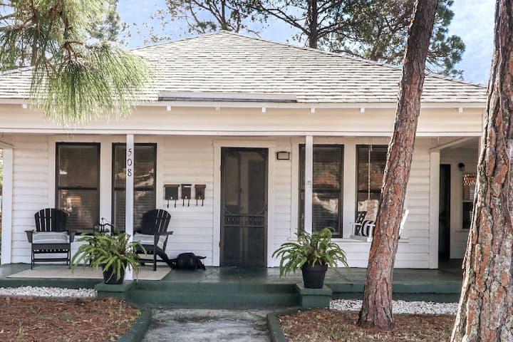 Cooper Cottage: Cozy, Convenient and Comfortable!!
