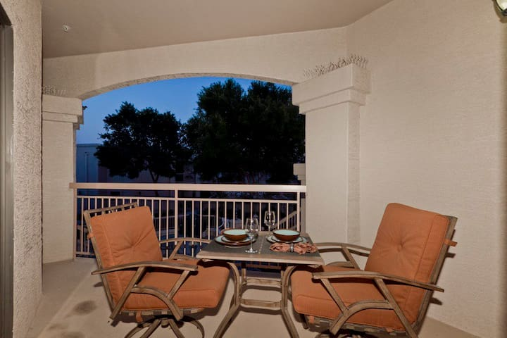 *SANITIZED* Sunny Sky Condo Modern 55+ 2 BR Condo/Pool/Fitness/ Peoria/Sun City