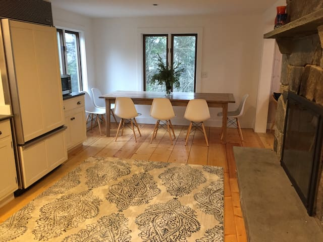 Renovated new rental. Clean & comfy family home.