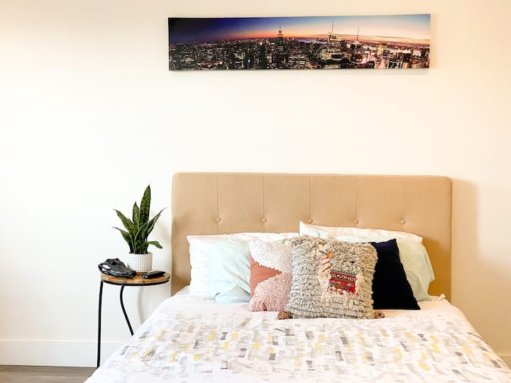 GREAT LOCATION | CHARMING | PENTHOUSE STUDIO SF
