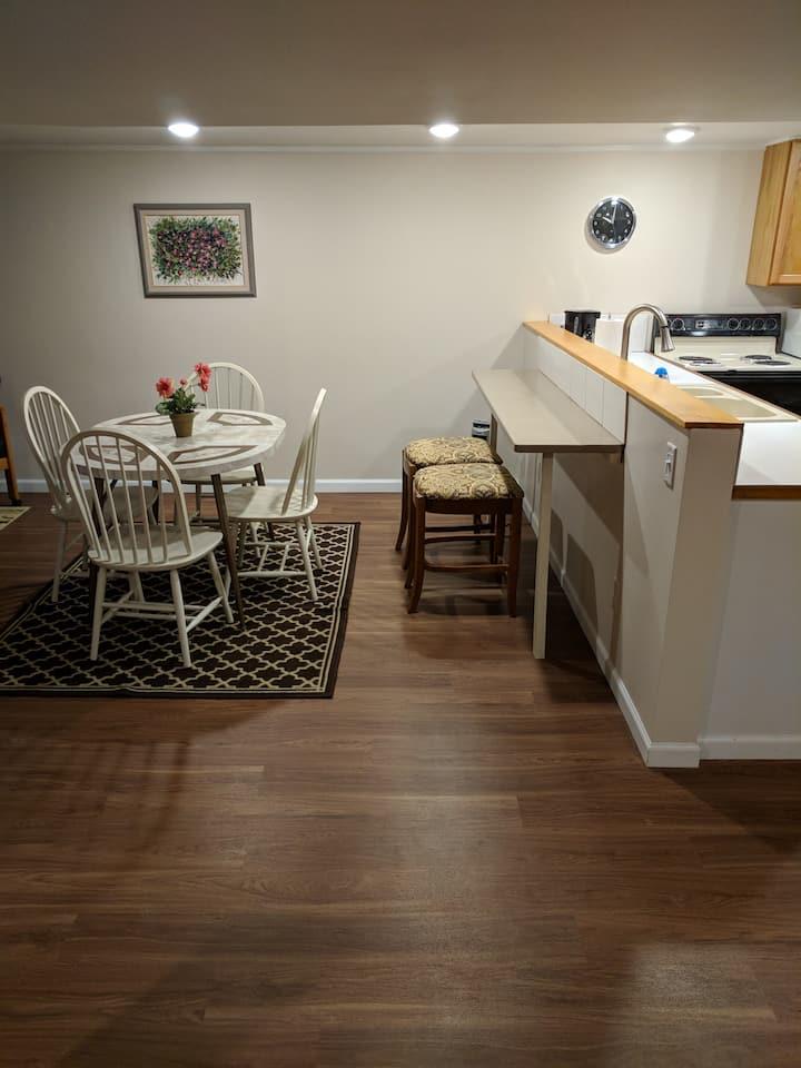 Clean Modern Bay City Apartment