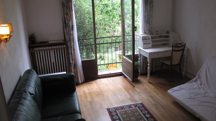 Room rental, with parking, near Paris