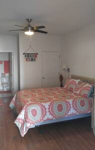 Single room on the golf course and mins from beach - Sunset Beach