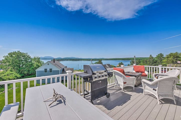 NEW! Chic Cottage w/ Ocean Views Near Acadia NP!